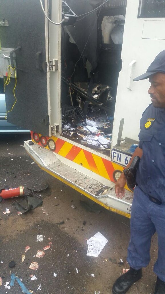 ROAD CLOSED AFTER CASH-IN-TRANSIT ROBBERY ON R55