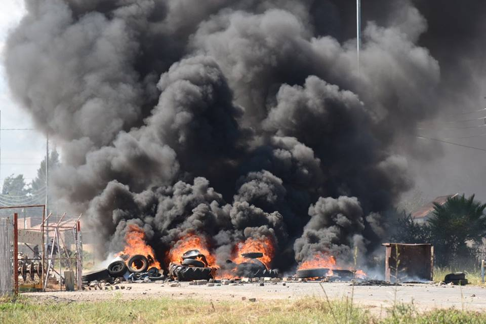 IN PICTURES & VIDEOS: Total Shutdown in Mahikeng, No Shops, No Schools were opened on Thursday