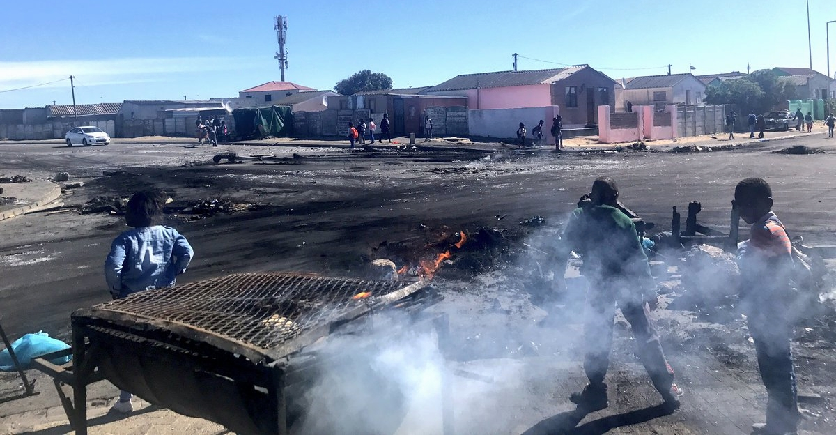 KHAYELITSHA PROTEST - Angry Residents Blocked Roads with Burning Tyres over Housing